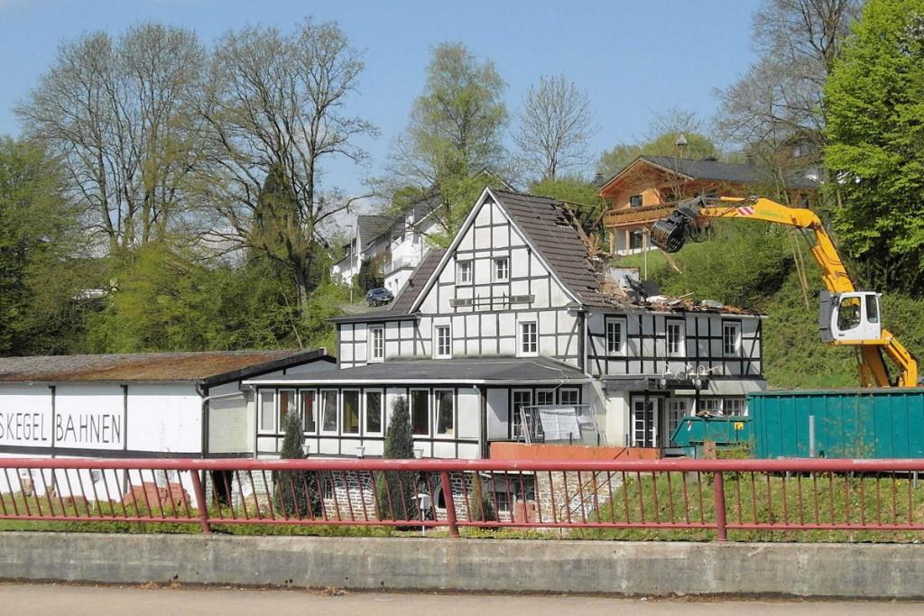"""Abriss des Restaurants """"Zum Schloss Ehreshoven"""""""