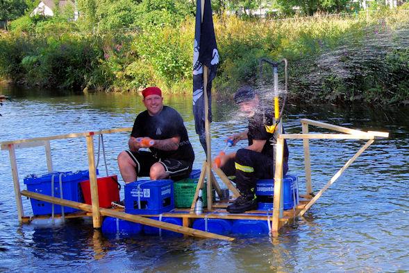 Piratenfloß mit Zwillengeschütz