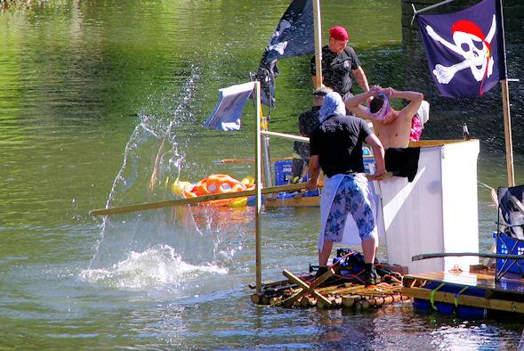 Wasserschlacht zwischen Piraten
