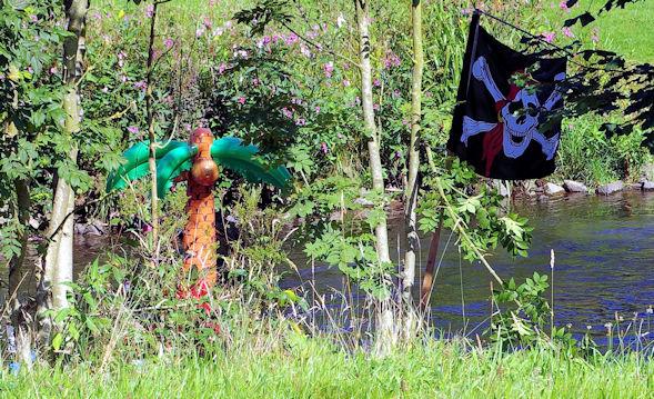 Palme auf Piratenfloß