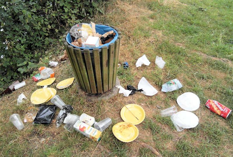 Müll nach einem Wochenende